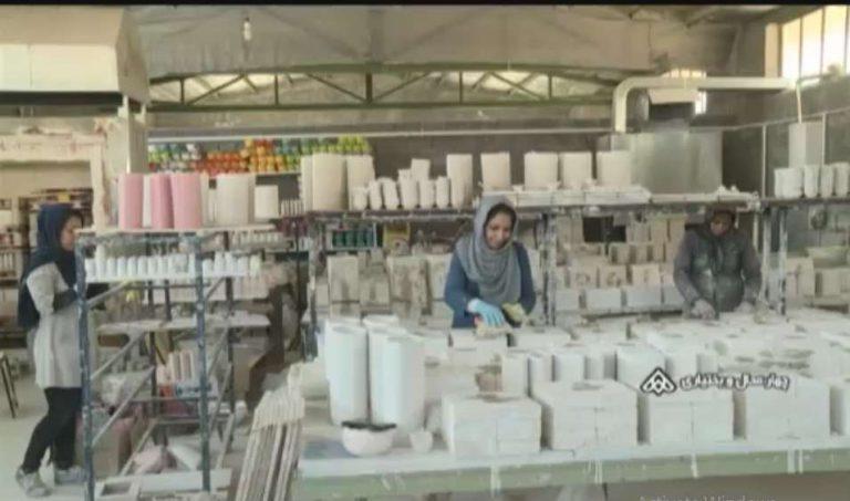 کارآفرینی بانوان هنرمند با تولید ظروف تزیینی سرامیکی