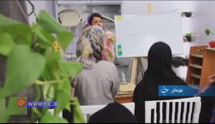 کافه گلخانه ای که تبدیل به کلاس درس می شود