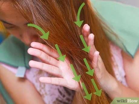 مالیدن روغن کرچک در میان موها