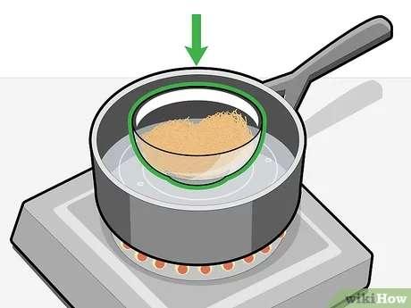 خرده صابون ها را در داخل کاسه شیشه ای بگذارید