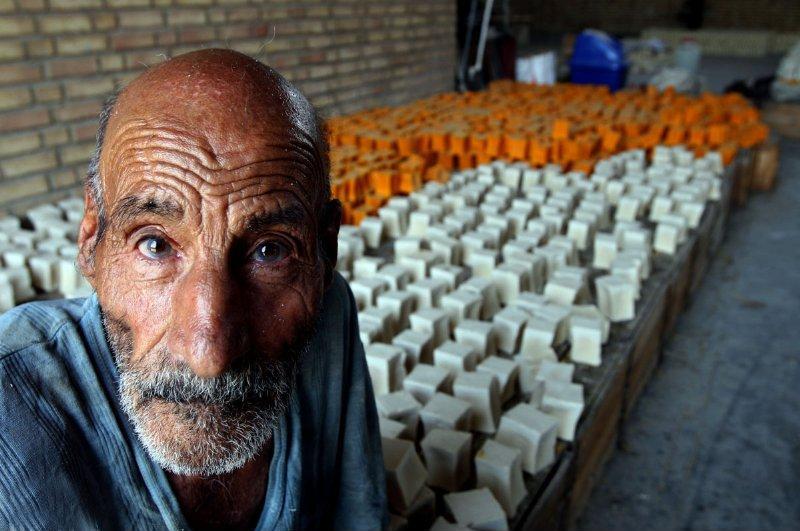 استاد صابون سازی سنتی در ایران